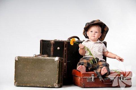 Stratejik bavul yerleştirme. Bavulunuza koyduklarınız çok önemlidir, bu konuda atlama yaşamamak için bir liste oluşturup, yolculuk esnasında ulaşmanız gerekenleri kolay yerlere koymalısınız.  Bebeğinizle mükemmel tatilin püf noktaları!