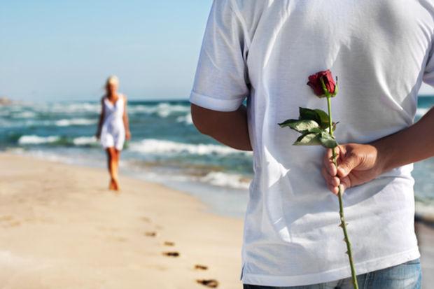 Erkekler daha çabuk âşık oluyor!