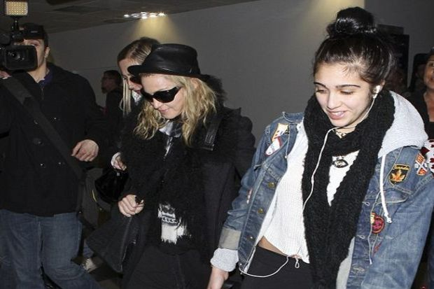 Madonna kızıyla partiledi!