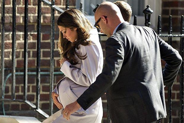 İngiltere kraliyet bebeği dünyaya geldi!