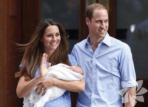 Prens William ve eşi Cambridge Düşesi Kate Middleton, oğullarına George Alexander Louis adını verdi.