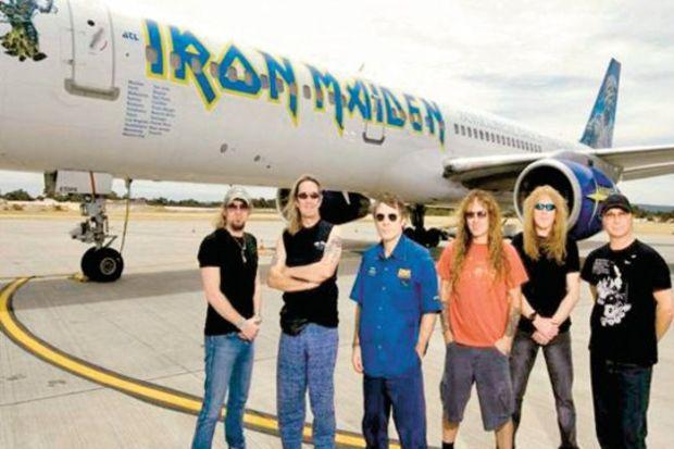 Iron Maiden'ı solisti uçuracak!