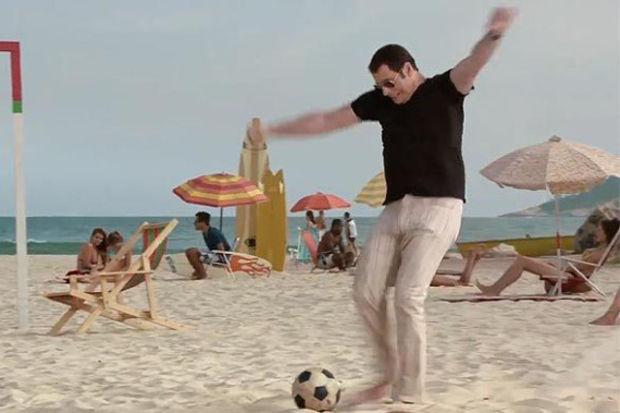 John Travolta'nın futbolla imtihanı