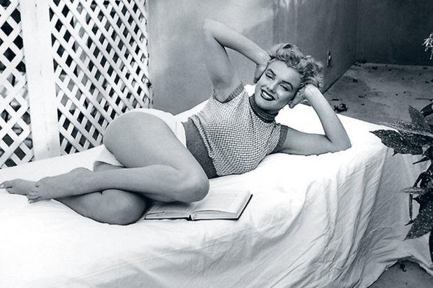 Görülmemiş pozlarıyla Marilyn Monroe...
