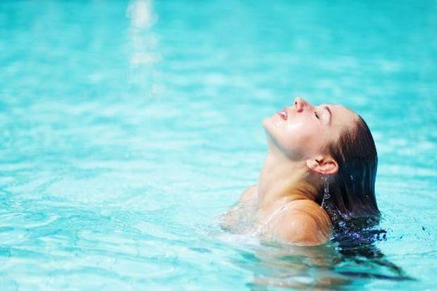Deniz ve havuzda kulak sağlığına dikkat!