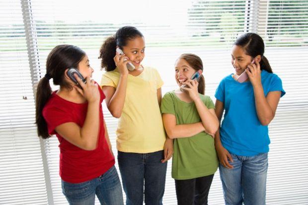 Cep telefonu ve çocuklar...