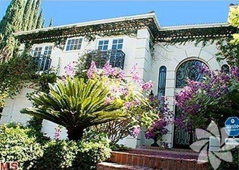 Ünlü aktör Robert Pattinson'ın Kaliforniya'nın Beverly Hills kentinde bulunan evinin değeri yaklaşık 15 milyon dolar.