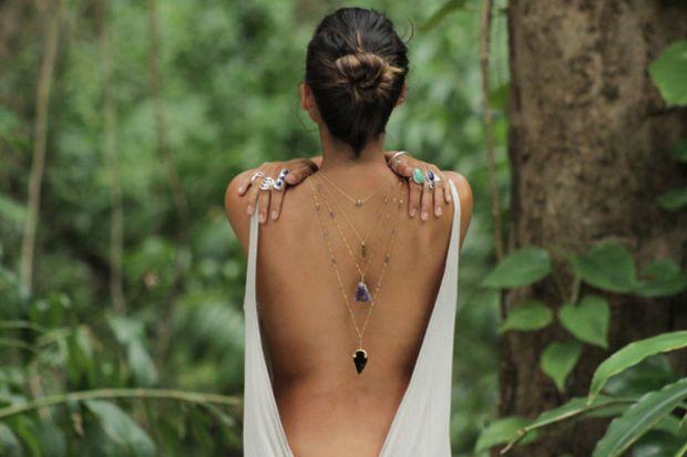 Yeni moda: sırt kolyeleri…