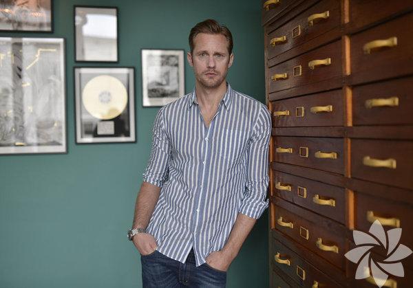 İsveçli aktör, Alexander Johan Hjalmar Skarsgard 25 Ağustos 1976 yılında doğdu.