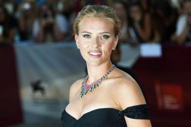 Scarlett'in seksi dönüşü!