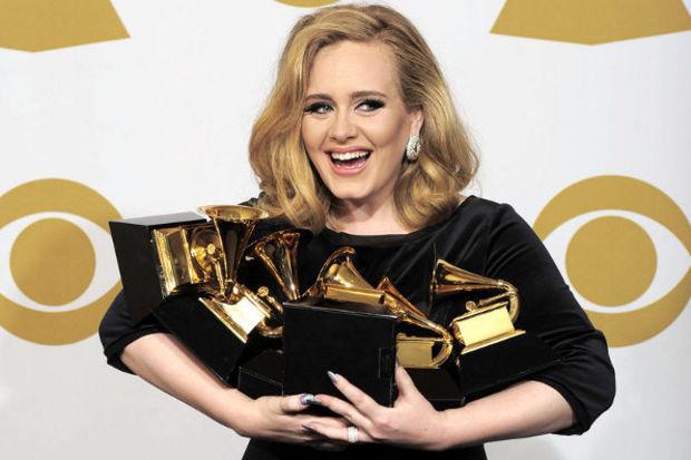 Adele çocuğunu göstermiyor!