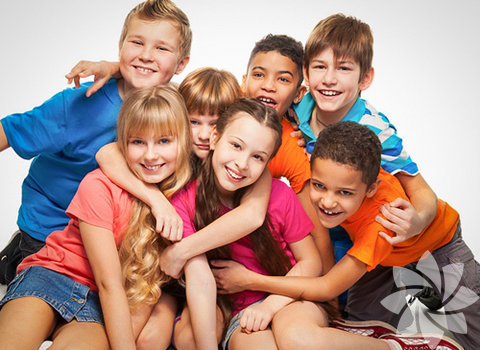 1. ilke: Tüm dünya çocukları bu bildirgedeki haklardan din, dil, ırk, renk, cinsiyet, milliyet, mülkiyet, siyasi, sosyal sınıf ayırımı yapılmaksızın yararlanmalıdır.
