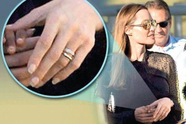 Evlilik yüzüğü mü?