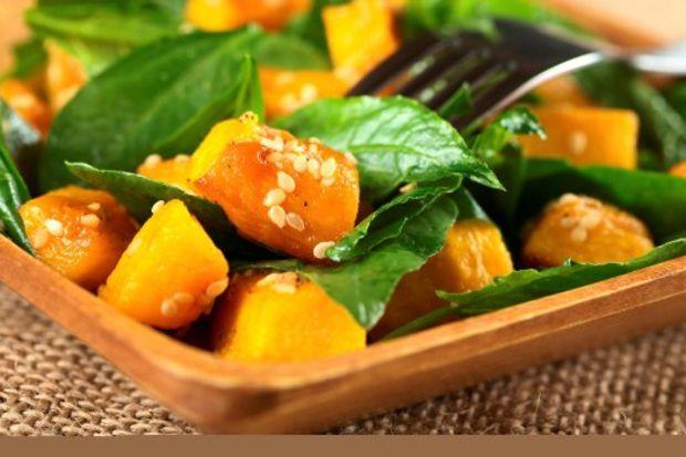 Balkabaklı semizotu salatası ve portakallı nar ekşili sos