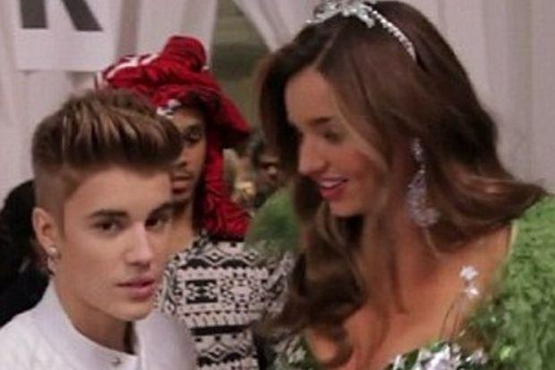 Boşanma nedeni Bieber'la sarılma