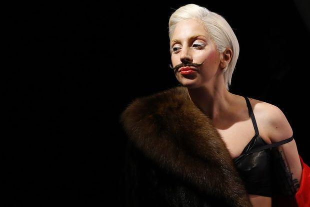 Lady Gaga yine ortalığı karıştırdı