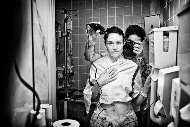 Eşinin kanserle savaşını fotoğrafladı