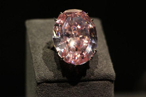 Dünyanın en pahalı mücevheri satıldı