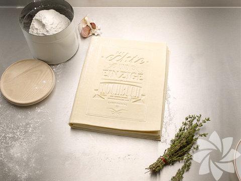 Alman tasarım şirketi Korefe'nin tasarladığı ilginç yemek kitabı, yemek yapmayı sevmeyenler için yemek yapmayı eğlenceli hale getiriyor.