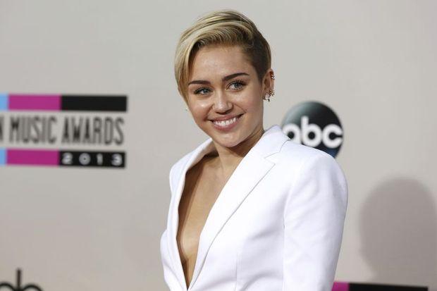 Miley Cyrus yılın sanatçısı