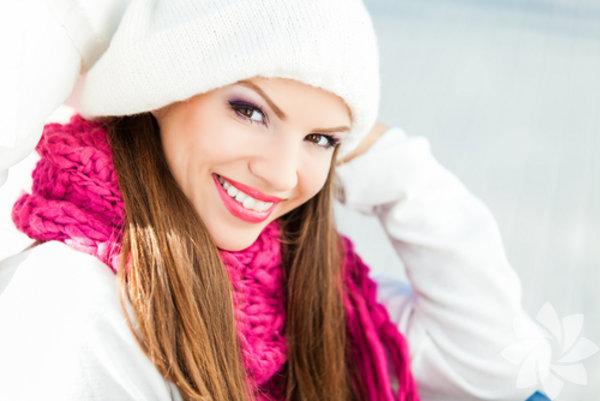 """2013–2014 makyaj trendleri yine göze yoğunlaşmış durumda. Farklı şekillerde kullanılan """"Eye Liner"""" ve yoğun maskara ile soğuk kış günlerine derinlik katabilirsiniz."""