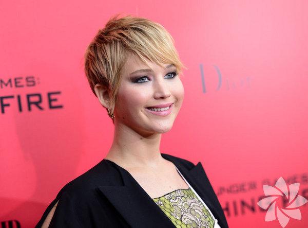 Oscar'lı oyuncu Jennifer Lawrence, şov dünyasındaki zayıflık takıntısını eleştirdi ve medyanın bu konuda daha hassas davranması gerektiğini söyledi.