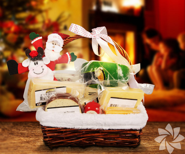 Yeni yıla ağzınızın tadıyla girin! 2014'ü yeni lezzetler keşfederek karşılamak ya da sevdiklerine damak çatlatan bir yılbaşı paketi hediye etmek isteyenlere Lokum.com birbirinden özel seçenekler sunuyor. Üstelik son anda alındığı asla anlaşılmayacak kadar da keyifli bir hediye önerisi… İçinde neler mi var? Antrikot pastırmadan dana rozbife, geleneksel Antep fıstıklı lokumdan erken hasat zeytinyağına, çeşit çeşit peynirden tatlıya her şey mevcut. Bu yılbaşı paketleri, çalışanlarına özel bir yeni yıl hediyesi vermek isteyen şirketler için de biçilmiş kaftan.
