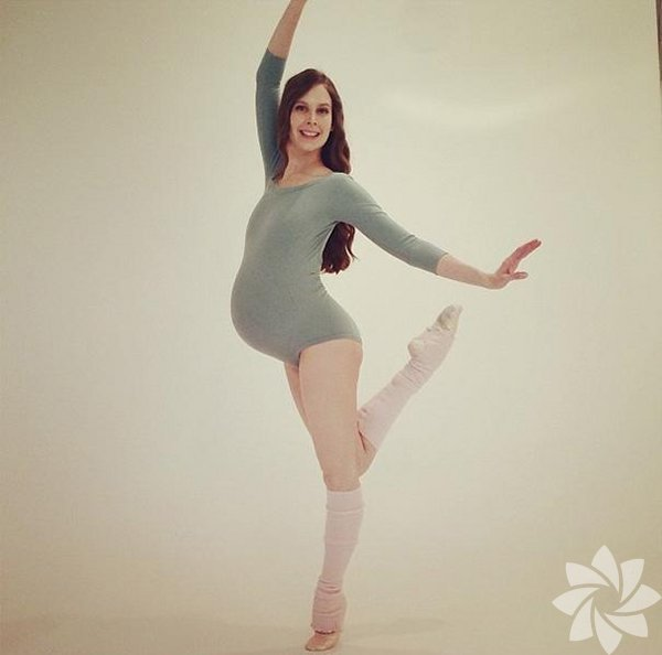 Ballet Beautiful adlı grubun eğitmeni 33 yaşındaki Mary Helen Bowers, kısa süre sonra ilk bebeğini dünyaya getirecek...
