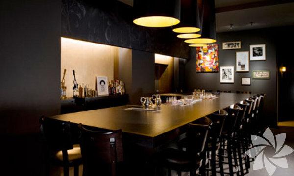 Buck and Breck: Oturma kapasitesi 12 kişilik. Saat 19.00'da açılıyor. Küçük ve iddialı bir yer. Eğer içki konusunda hassas bir damağınız varsa, buraya mutlaka uğrayın. buckandbreck.com