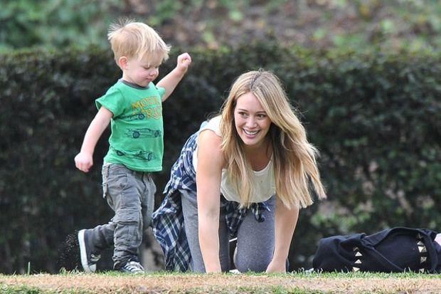 Hilary Duff oğlu ile parkta