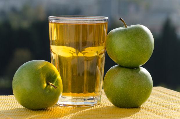 Zencefilli yeşil elma suyu
