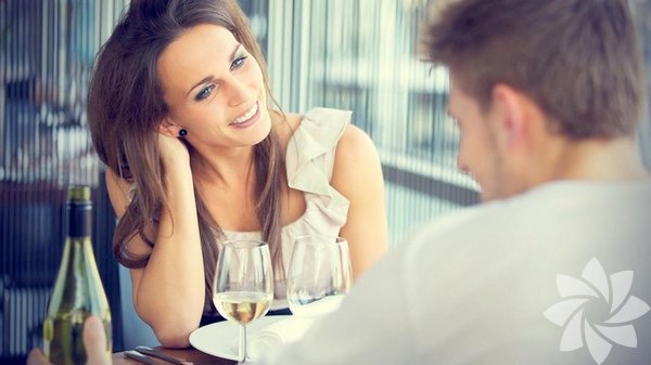 Onunla ilk buluşmanızda dış görünüşünüz, tavrınız, aranızdaki sohbet kadar,mekân da önemlidir. Mekân seçimi konusunda buluşacağınız kişi ile ortak bir karar vermeniz muhtemeldir. Peki, buluşma mekânı sizin organizasyonunuza kaldığı durumda ne yapmalısınız?