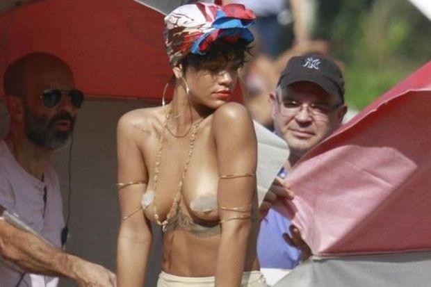 Rihanna, Vogue'a kapak oldu