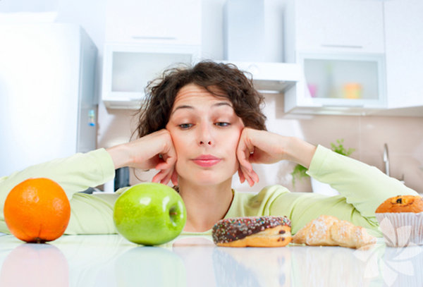 Sağlıklı yiyecekler yeseniz bile kilo fazlanız mı var? Porsiyon  boyutu, çevremizdeki insanlar, bilinçsiz seçimler, hepsi kilo aldıran  etkenler arasındadır. İşte sağlıklı ve bilinçli yemek yemenin 10 yolu: