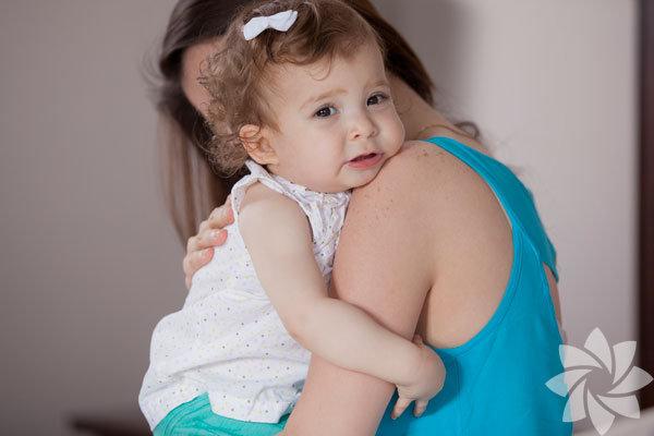 Genç ve çalışan bir anne iseniz dünyada en kıymet verdiğiniz varlığı, bebeğinizi sıklıkla bakıcısının ellerine teslim etmek zorunda kalıyorsunuz demektir. Peki, size asla söylemediği şeyler olabileceğini biliyor musunuz? Biraz araştırma sonunda gördük ki bebek bakıcınızın sizi üzmemek ya da sinirlendirmemek için dile getirmediği şeyler var. Ama diğer yandan, onun mutluluğu ve huzuru bebeğinizle ilgilenme şeklini de etkileyecektir, unutmayın.