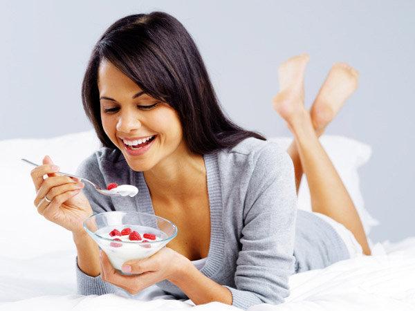 """""""Eat Yourself Happy"""" (Mutlu Olmak için Yiyin) kitabının İskoçya  doğumlu yazarı Gill Paul ve beslenme uzmanı Karen Sullivan Daily Mail  Gazetesi'nin okurları için sağlıklı bir sinir sistemine sahip olmaları,  başka deyişle mutlu ve huzurlu olmaları için yemeleri gereken gıdaları  sıraladı:"""