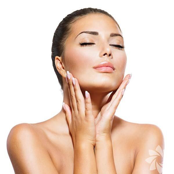 Bazı yiyecekler cildiniz üzerinde harikalar yaratır. Yedikleriniz hormon dengeniz üzerinde ve cildinize sürdüğünüz kremler kadar etkilidir. İşte mükemmel bir cilt için yemeniz gerekenler.