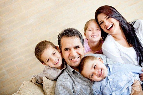 1. Sağlıklı öz saygı Ebeveynler çocuklarına ilgi gösterirken dikkatli olmak zorunda, ne  ilgiye boğmalı ne de yoksun bırakmalı. Ama tek çocuk olunca yönetilecek  ekstra dikkat ve odaklanma, moral ve güven güçlendirici olacaktır.