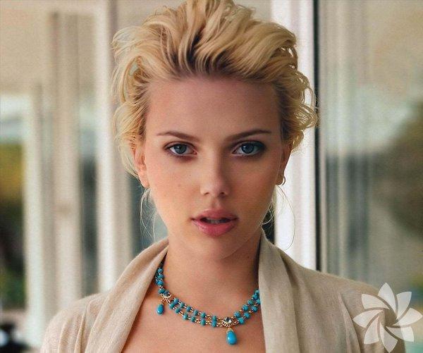 """Filistin işgal ettikleri için daha önce İsrail'e boykot çağrısı yapan  efsanevi Pink Floyd grubunun solisti Roger Waters, reklamını yaptığı,  işgal altında üretim yapan Soda Stream fabrikasıyla ilgili, """"İki  topluluk arasında barış köprüsü kurmak için eşsiz bir fırsat."""" diyen  ABD'li aktris Scarlett Johansson'ı sert dille eleştirdi."""