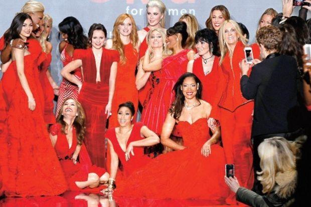 New York moda haftası kırmızı defile
