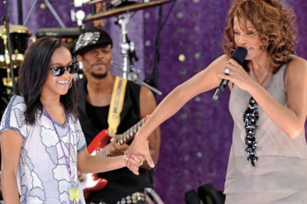 Whitney Houston'ın kızı, üvey kardeşiyle evlendi!