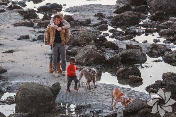 """""""Asla evlenmem"""" diyen Güney Afrikalı oyuncu Charlize Theron, Sean  Penn ile evlilik planları yapıyor."""