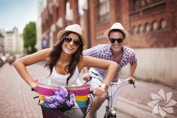 İyi bir ilişki sayesinde beden sağlığınızı da koruyabilirsiniz. Evli veya sağlıklı bir ilişkiye sahip çiftler bekarlara göre daha uzun yaşarken karşılaştıkları zorluklarla da daha kolay baş edebiliyor. Sağlıksız evliliklerde ve ilişkilerde ise çiftlerin kronik hastalıklara yakalanması riski daha yüksek... Bu, ilişkinizde bazı düzenlemeler yapmanızla mümkün.