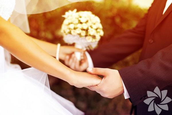 Kır düğününden otel düğününe, damatlık ve gelinlik fiyatlarından düğün pastalarına kadar her detayın incelendiği düğün dosyası çok işinize yarayacak!