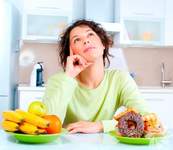 Zayıflamaya mı çalışıyorsunuz? Yapılan araştırmalara göre, kilo problemi olan insanlar yeterince su içmiyor ve kilo vermede zorlanıyor. İşte size su içerek zayıflamanın yolları...