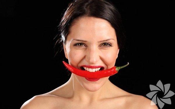 - Kırmızı biber, kanser, peptik ülser, menapoz sorunları,  kardiyovasküler hastalıklar ve diyabet riskine karşı koruyucudur.