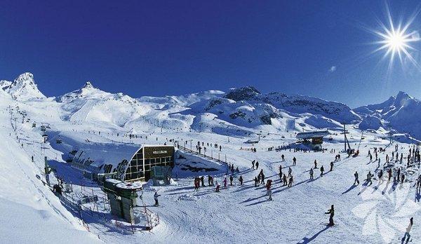 İsviçre ile Avusturya sınırının arasına sıkışmış Tirol bölgesinde bulunan birkayakmerkezi olmanın ötesinde bir marka. Kışın hem kaymak hem de eğlenmek istiyorsanızIschgl'ı mutlaka listenize ekleyin.