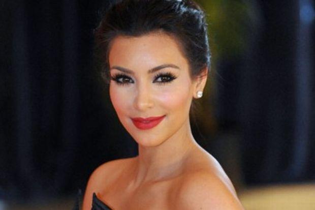 Kim Kardashian'dan medyaya: Utanmalısınız