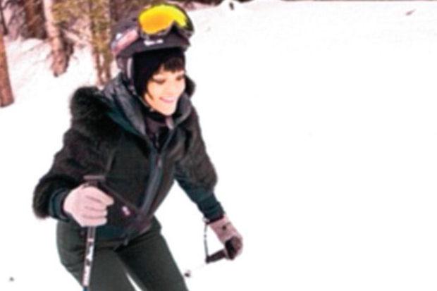 Rihanna kayak kaymayı öğrendi