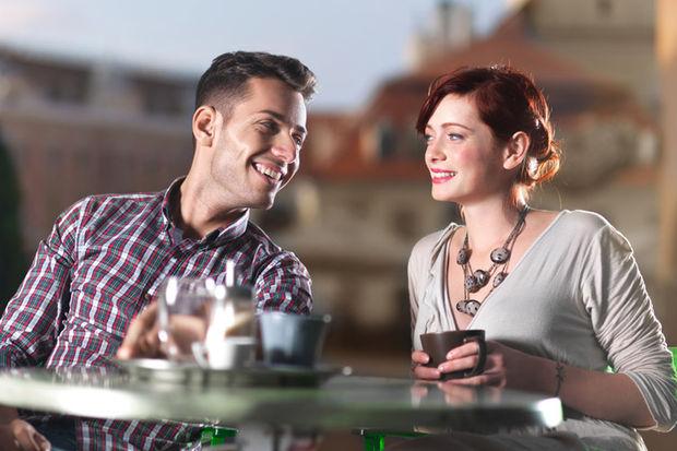 Kadınlar az konuşan erkeği beğeniyor